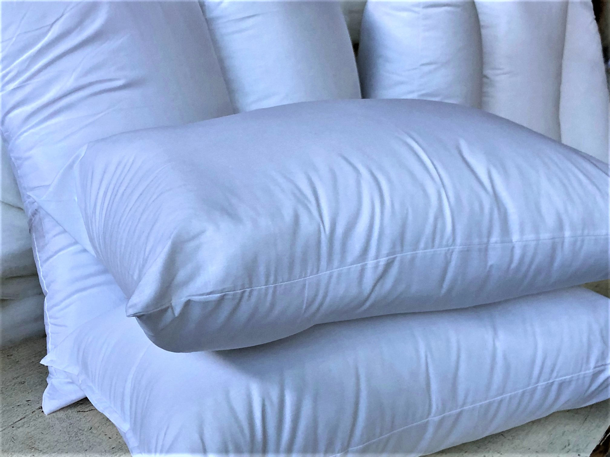 Pillows with polyester hollow fibre